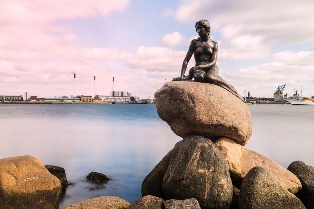 Statua della Sirenetta, una delle attrazioni più famose di Copenaghen