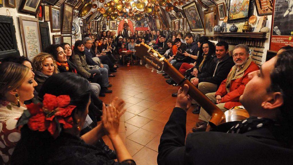 Una tradizionale serata di Flamenco nelle Cuevas del quartiere Sacromonte