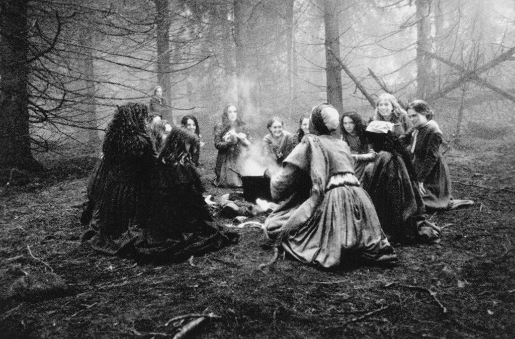 Le streghe di Salem in uno dei loro riti