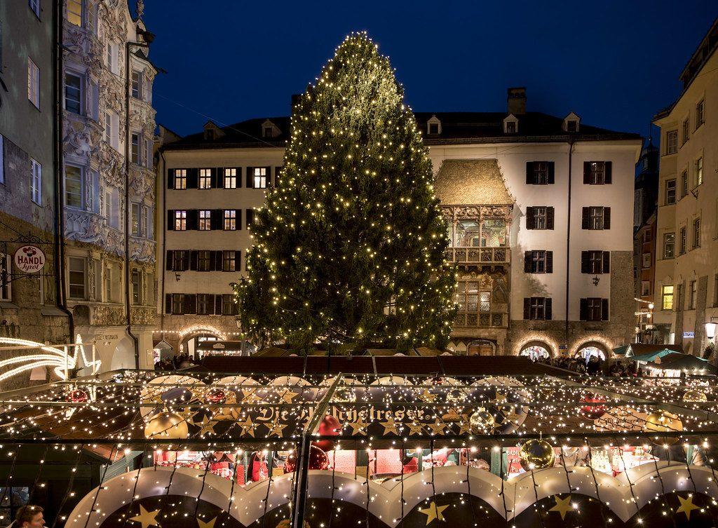 Albero di Natale nel centro di Innsbruck