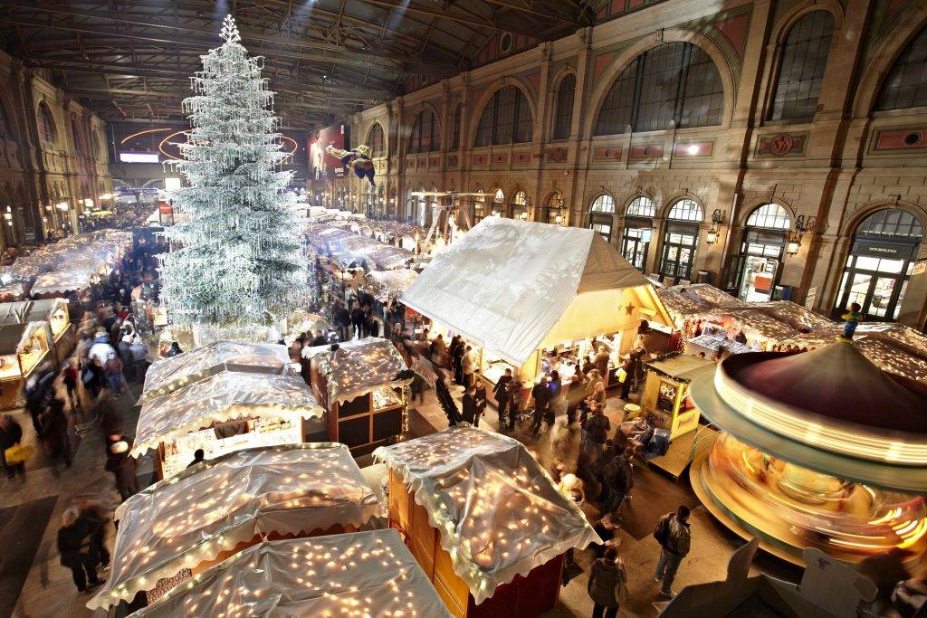Christmas market in Zurich, the festively decorated central station